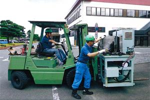 工場内機械設備撤去